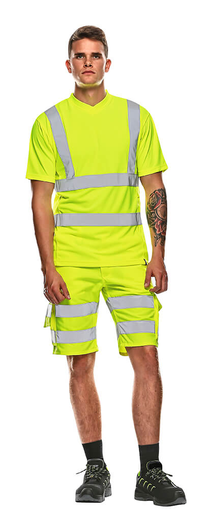 MASCOT® SAFE CLASSIC Shorts & T-shirt - Model - Hi-vis geel